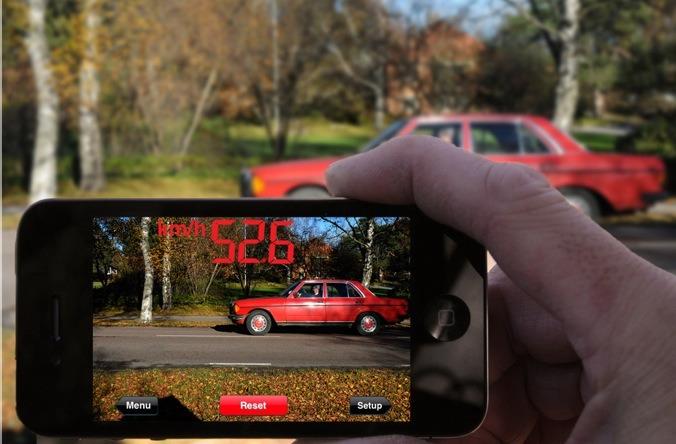 SpeedClock: Tato aplikace promění váš iPhone na Radar Gun